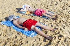 Αγόρια που κοιμούνται και που χαλαρώνουν Στοκ Εικόνες