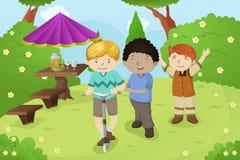 Αγόρια που παίζουν σε ένα πάρκο Στοκ Εικόνα