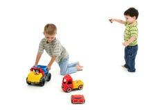 αγόρια που παίζουν το μικ Στοκ Φωτογραφίες