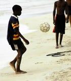 αγόρια που παίζουν socker Στοκ φωτογραφία με δικαίωμα ελεύθερης χρήσης