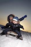 Αγόρια στο έλκηθρο Στοκ εικόνες με δικαίωμα ελεύθερης χρήσης
