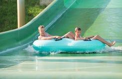 Αγόρια στο aquapark Στοκ Εικόνες