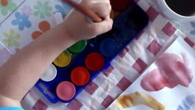αγόρι λίγη ζωγραφική απόθεμα βίντεο