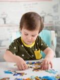 αγόρι λίγος γρίφος παιχνι& Στοκ Εικόνα