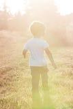 αγόρι λίγο περπάτημα Στοκ Φωτογραφία