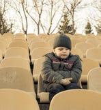 αγόρι ανασκόπησης του προσώπου λίγος κόκκινος λυπημένος πορτρέτου Στοκ φωτογραφία με δικαίωμα ελεύθερης χρήσης