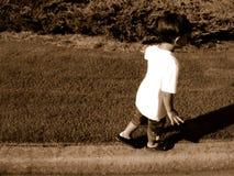 αγόρι ισορροπίας Στοκ εικόνα με δικαίωμα ελεύθερης χρήσης
