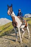 Αγόρι και το άλογό του στο Κιργιστάν Στοκ Φωτογραφίες