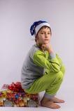 Αγόρι και δώρο Στοκ φωτογραφίες με δικαίωμα ελεύθερης χρήσης