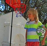 αγόρι καλαθοσφαίρισης &epsil Στοκ εικόνα με δικαίωμα ελεύθερης χρήσης