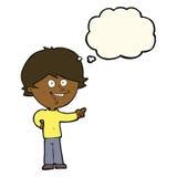 αγόρι κινούμενων σχεδίων που γελά και που δείχνει με τη σκεπτόμενη φυσαλίδα Στοκ φωτογραφία με δικαίωμα ελεύθερης χρήσης