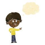 αγόρι κινούμενων σχεδίων που γελά και που δείχνει με τη σκεπτόμενη φυσαλίδα Στοκ εικόνα με δικαίωμα ελεύθερης χρήσης