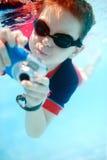 αγόρι λίγη κολύμβηση υποβ Στοκ φωτογραφίες με δικαίωμα ελεύθερης χρήσης