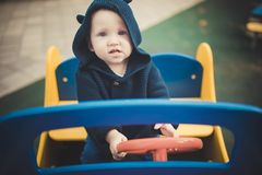 αγόρι λίγη παιδική χαρά Στοκ Φωτογραφία
