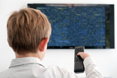 αγόρι λίγη προσοχή TV Στοκ φωτογραφίες με δικαίωμα ελεύθερης χρήσης