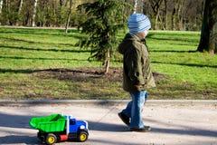 αγόρι λίγο παιχνίδι Στοκ φωτογραφίες με δικαίωμα ελεύθερης χρήσης