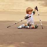 Αγόρι μετά από η πτώση Στοκ φωτογραφία με δικαίωμα ελεύθερης χρήσης
