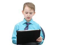 Αγόρι με έναν υπολογιστή Στοκ φωτογραφία με δικαίωμα ελεύθερης χρήσης