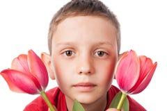 Αγόρι με τα λουλούδια Στοκ φωτογραφία με δικαίωμα ελεύθερης χρήσης