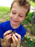 Αγόρι με τα σαλιγκάρια Στοκ φωτογραφία με δικαίωμα ελεύθερης χρήσης