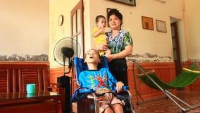 Αγόρι με την εγκεφαλική παράλυση απόθεμα βίντεο