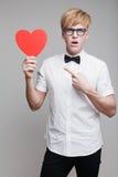 Αγόρι με την καρδιά εγγράφου Στοκ Φωτογραφία