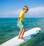 Αγόρι με την κυματωγή Στοκ εικόνα με δικαίωμα ελεύθερης χρήσης