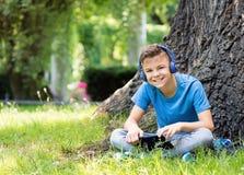 Αγόρι με την ταμπλέτα Στοκ φωτογραφία με δικαίωμα ελεύθερης χρήσης