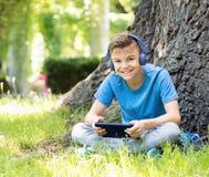 Αγόρι με την ταμπλέτα Στοκ Εικόνες