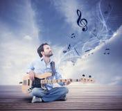 Αγόρι με τη βαθιά κιθάρα στοκ φωτογραφία