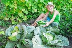 Αγόρι με το λάχανο Στοκ εικόνες με δικαίωμα ελεύθερης χρήσης