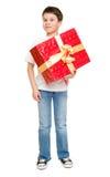 Αγόρι με το κιβώτιο δώρων Στοκ φωτογραφία με δικαίωμα ελεύθερης χρήσης