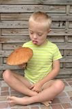 Αγόρι με το σύνδρομο κάτω Στοκ εικόνα με δικαίωμα ελεύθερης χρήσης