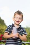 Αγόρι με το milkshake Στοκ Εικόνες