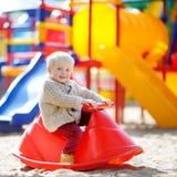 Αγόρι μικρών παιδιών στην παιδική χαρά Στοκ Εικόνες