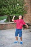αγόρι μπάντμιντον λίγο παιχνίδι Στοκ Φωτογραφία