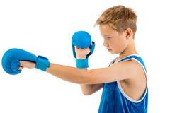 Αγόρι μπόξερ προ-εφήβων με τα εγκιβωτίζοντας γάντια Στοκ Εικόνες