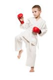 Αγόρι παιδιών karate κατάρτισης κιμονό Στοκ Φωτογραφία