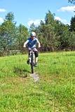 αγόρι ποδηλάτων ο ανοικτό&si Στοκ Φωτογραφία