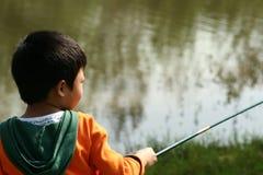 αγόρι που αλιεύει ελάχιστα Στοκ εικόνα με δικαίωμα ελεύθερης χρήσης
