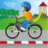 Αγόρι που οδηγά ένα ποδήλατο Στοκ φωτογραφίες με δικαίωμα ελεύθερης χρήσης