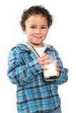 αγόρι που πίνει λίγο γάλα Στοκ Φωτογραφία