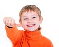 Αγόρι που παρουσιάζει αντίχειρα Στοκ Εικόνα