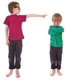 Αγόρι που παρουσιάζει ποιος είναι ένοχος στοκ φωτογραφία με δικαίωμα ελεύθερης χρήσης