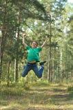 Αγόρι που πηδά στο δάσος Στοκ Φωτογραφίες