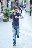 Αγόρι που τρέχει αργά στοκ φωτογραφία