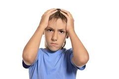 Αγόρι που φωνάζει και που κρατά το κεφάλι του Στοκ φωτογραφίες με δικαίωμα ελεύθερης χρήσης