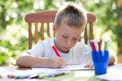 αγόρι που χρωματίζει λίγ&omicron Στοκ φωτογραφία με δικαίωμα ελεύθερης χρήσης