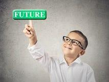 Αγόρι που ωθεί το μελλοντικό κουμπί στοκ εικόνα