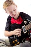Αγόρι προ-εφήβων και μια ηλεκτρική κιθάρα Στοκ Εικόνες